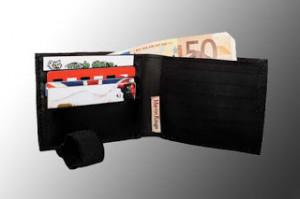 Le Porte-Monnaie Magnétique avec la carte Talisman des 7 Pouvoirs Secte Kokouvi.